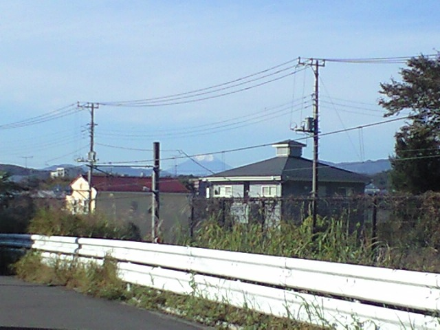 雪をかぶる富士山